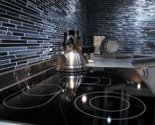Linear-Glass-and-Stone-Backsplash.jpg